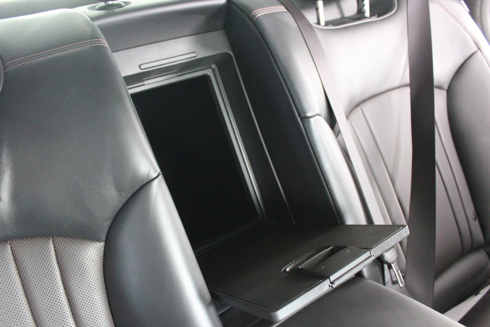 Sample Picture: A picture showing the rear center compartment of a 2018 GENESIS G80